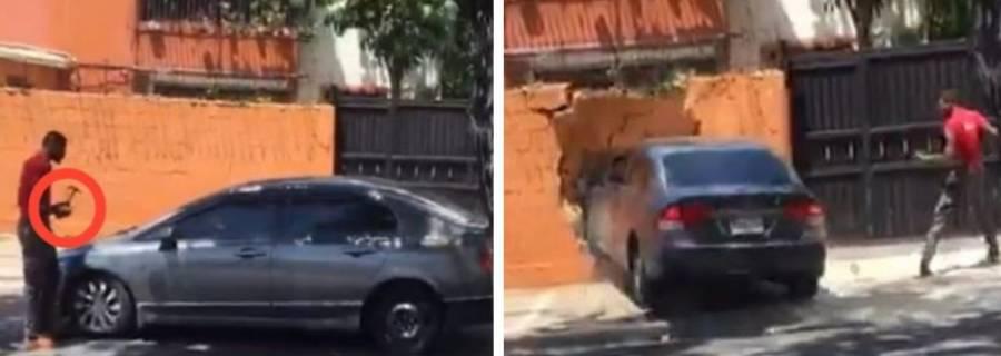 Video: Empezaron a martillazos; terminaron derribando un muro con un auto