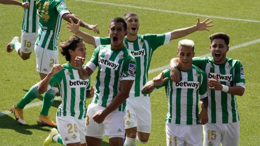 Con Diego Lainez, el Betis doblega de visita al Alavés en LaLiga