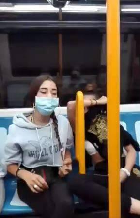 Video: Detienen a dos jóvenes por una agresión racista en el Metro