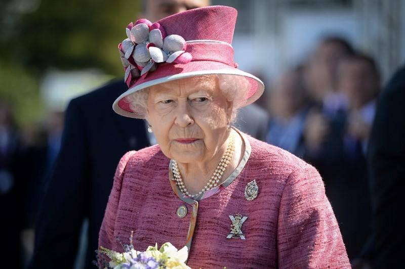Isabel II felicita a fotógrafos que capturaron el aislamiento en Reino Unido