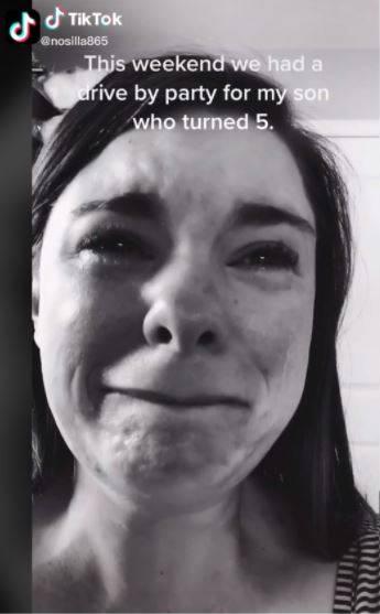 Madre llora, sólo un niño fue a la fiesta de su hijo con síndrome de Down