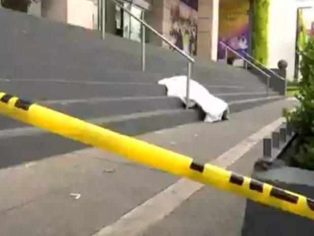 Por un posible paro cardiaco, muere un hombre afuera de Plaza de las Estrellas