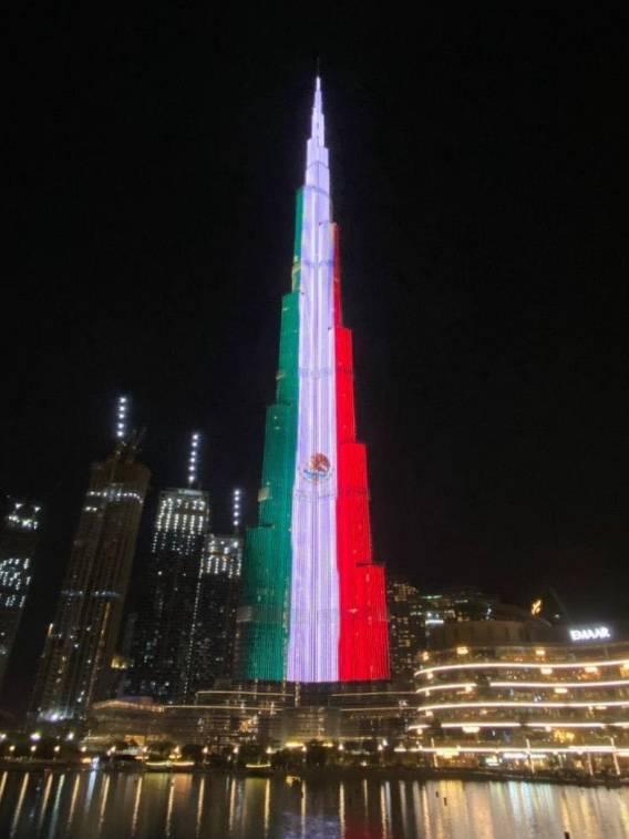 Bandera de México aparece en el Burj Khalifa de Emiratos Árabes