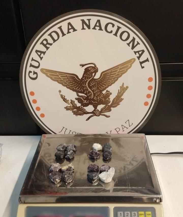 Guardias nacionales localizan dulces típicos rellenos con aparente cocaína