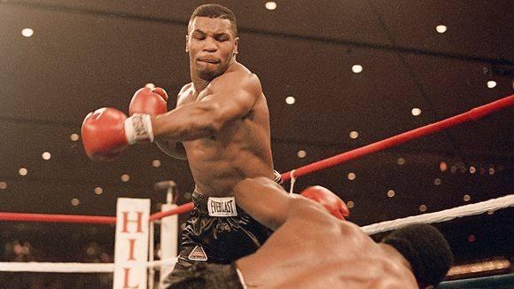 Entrenador de Mike Tyson recibe derechazo