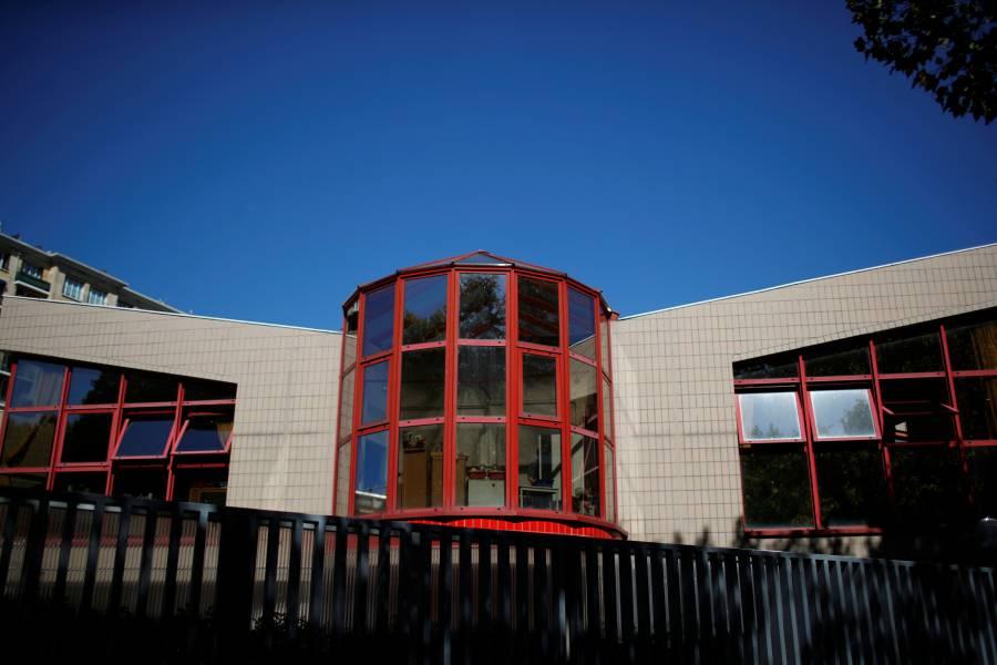 Francia cierra más de 80 escuelas por casos de COVID-19