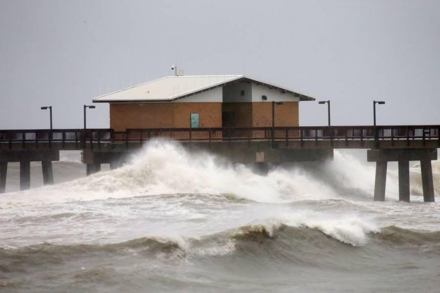Huracán Sally toca tierra en la costa de Alabama