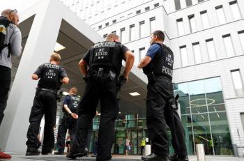 Suspenden a 29 policías alemanes por compartir fotos de Hitler