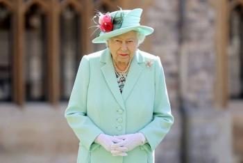 Reina Isabel despoja a Harvey Weinstein de reconocimiento británico