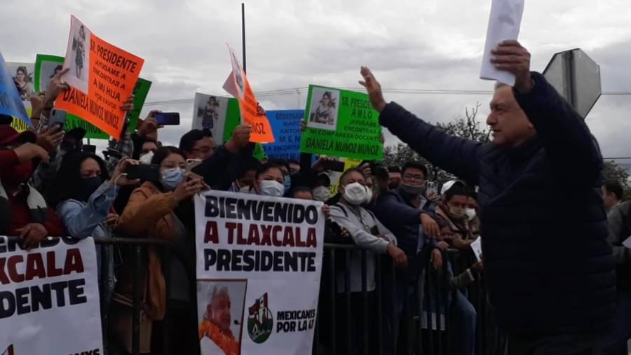 Video: AMLO atiende a manifestantes por primera vez desde el inicio de la pandemia