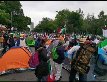 FRENAAA instala campamento en avenida Juárez de la CDMX