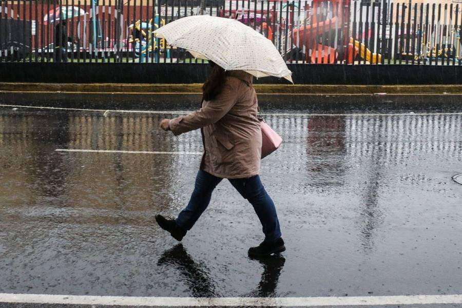 Prevalece pronóstico de lluvias fuertes este lunes en CDMX