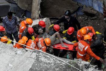 Colapso de edificio en Mumbai deja al menos ocho muertos