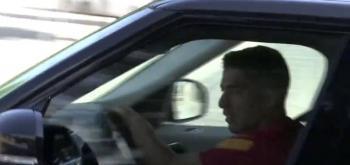 Captan llorando a Luis Suárez tras salir de la Ciudad Deportiva del Barcelona