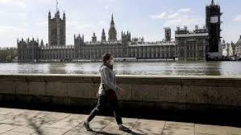 Repuntan casos en GB y analizan  confinamiento nacional