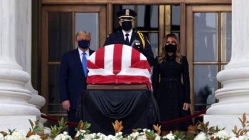 Manifestantes abuchean a Trump durante homenaje a Ruth Bader