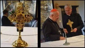 Roban reliquia de san Juan Pablo II en Italia