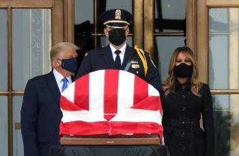 Abuchean a Trump en  homenaje a jueza muerta