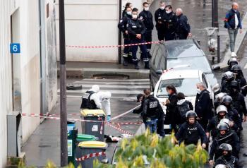 Cuatro apuñalados en ataque en París cerca de antigua oficina de Charlie Hebdo: primer ministro