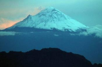 Un joven se extravió en las montañas de la región volcanes; autoridades lo buscan