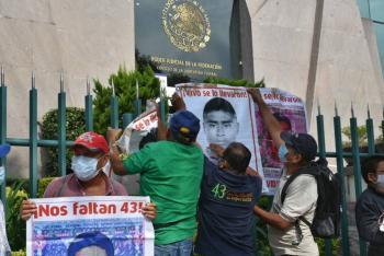 Familiares de los 43 exigen indagar a jueces