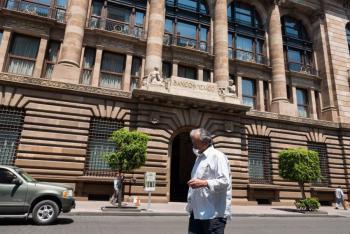Quinta baja seguida a tasa de interés, queda en 4.25%: Banxico