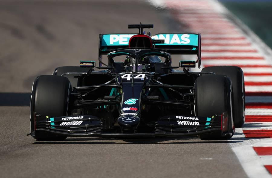 Lewis Hamilton logra la