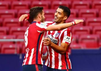 Luis Suárez marca doblete en debut liguero del Atlético ante el Granada