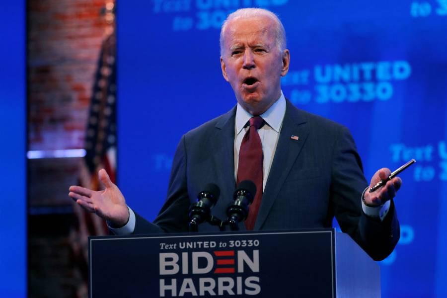 """Campaña de Biden pone a la venta stickers de """"pagué más en impuestos que Trump"""""""