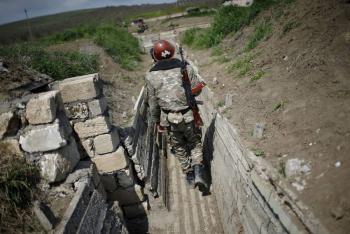 Armenia y Azerbaiyán chocan por segundo día; temen que arrastren a Rusia y Turquía