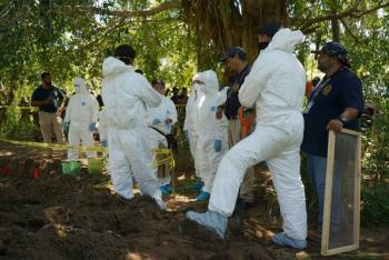 Localizan al menos 100 cadáveres en fosas clandestinas en Guanajuato