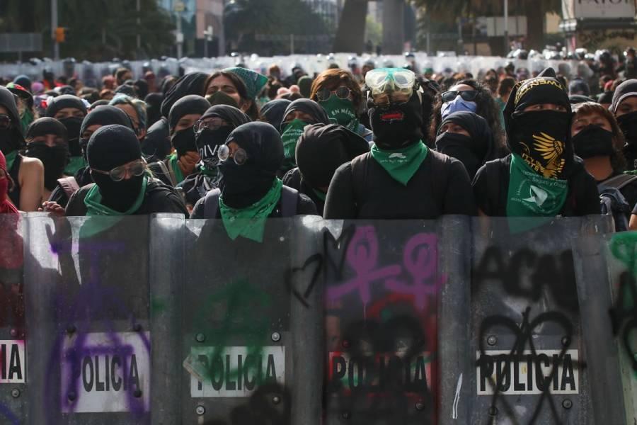 AMLO acusa infiltrados en movimiento feminista; reprueba uso de violencia en protestas