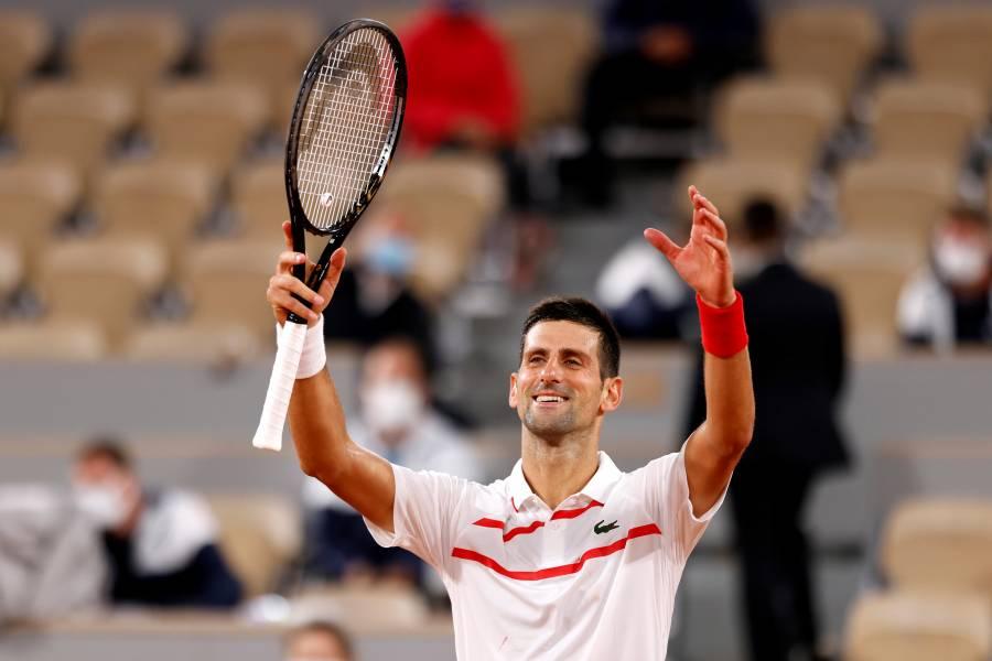 Djokovic debuta en Roland Garros con aplastante victoria