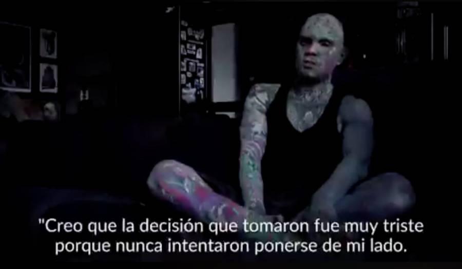 Un profesor causaba 'terror' en sus alumnos por sus tatuajes, fue despedido