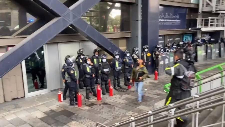 Video: Blindan edificio de la SSC capitalina ante posible protesta de feministas