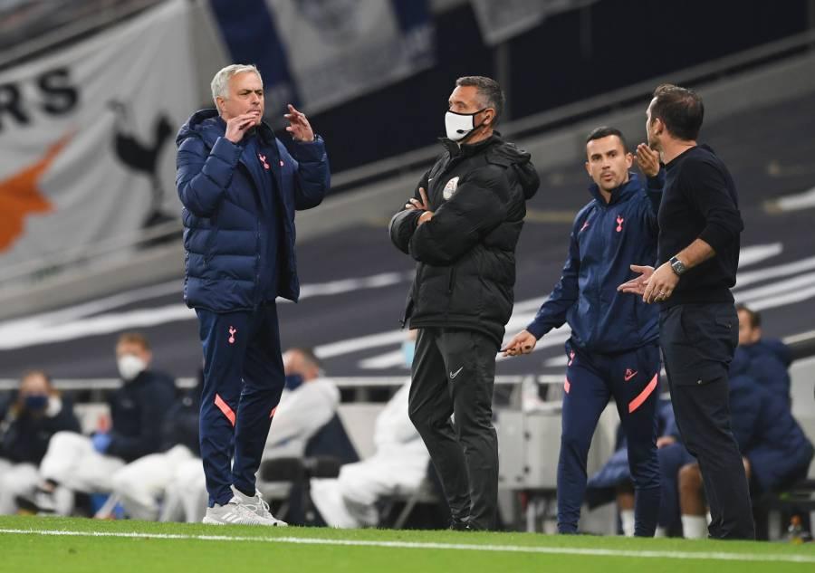 Mourinho en estado puro; discute con Lampard y va por Eric Dier al baño