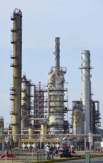 Pemex elevó producción en refinerías durante agosto