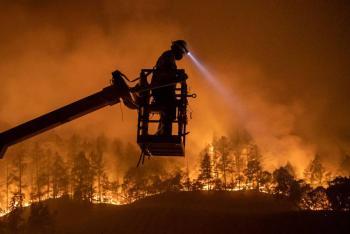 Incendio en California obliga a evacuar cientos de hogares en zona vinícola