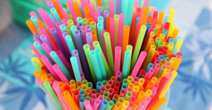 Popotes y agitadores de plástico estarán prohibidos en Inglaterra