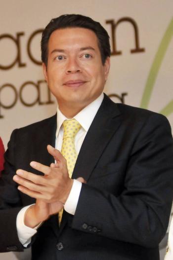 Entregan al INE resultados de finalistas a dirigencia de Morena