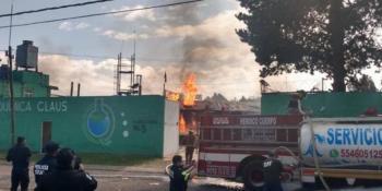 Fábrica de químicos explota en Santiago Tianguistenco; reportan dos muertos