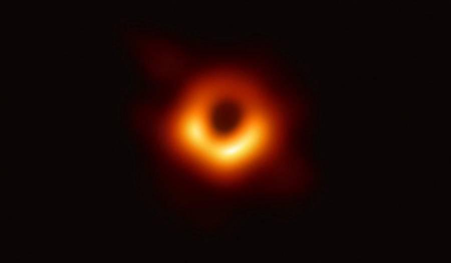 Descubren sombra de un agujero negro; ponen en duda teoría de la relatividad de Einstein