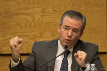 Salida de capitales complica meta de inflación: Díaz de León