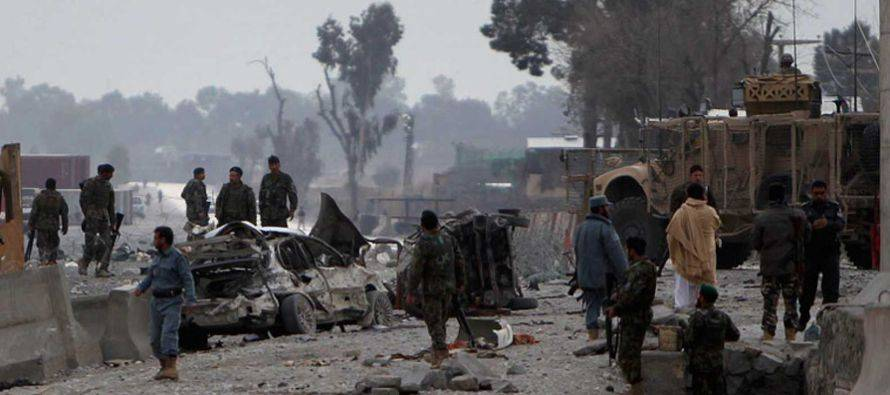 Coche bomba deja al menos 15 muertos en Afganistán