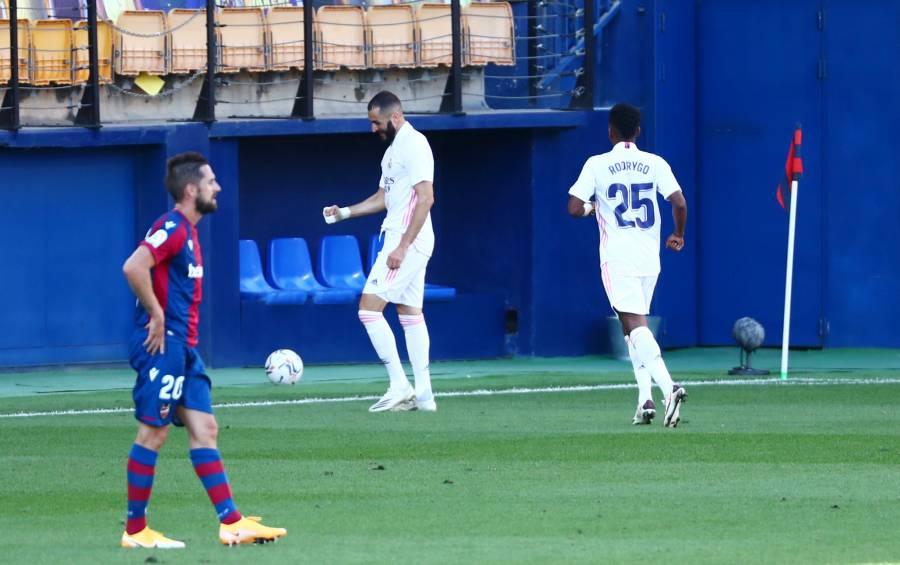 Vinícius y Benzema ponen líder al Real Madrid