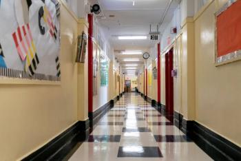 Gobernador de NY, ordena cierre de escuelas en Brooklyn y Queens