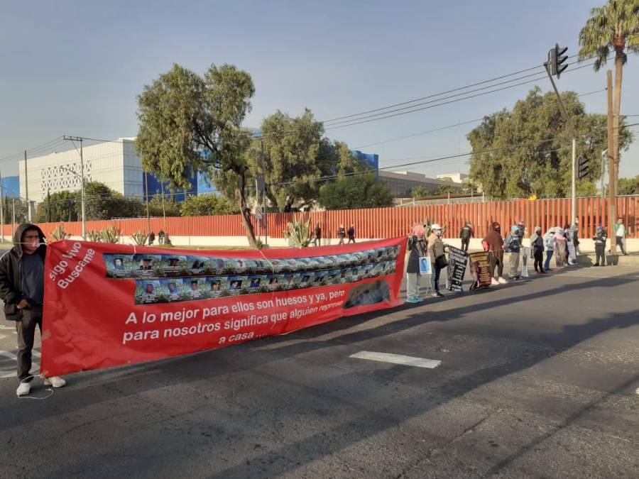 Arrecian protestas entorno a Cámara de Diputados por extinción de fideicomisos