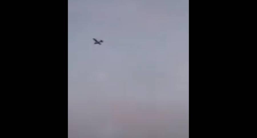 Video: Avión pequeño se desploma en Querétaro durante persecución con Sedena