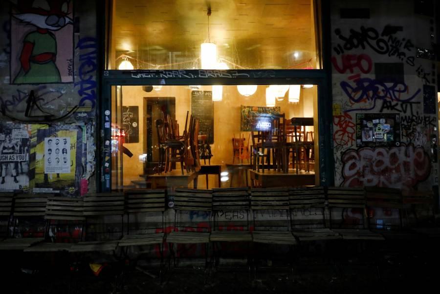 Berlín impone toque de queda por COVID-19 en bares y restaurantes