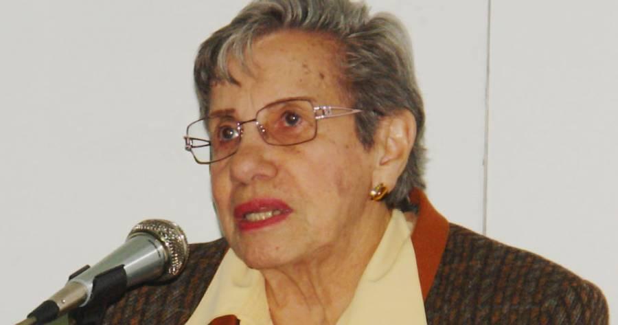 UNAM rinde homenaje a Elena Jeannetti, docente de 100 años de edad
